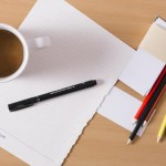 筆記用具とコーヒー