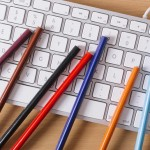 色鉛筆とキーボード