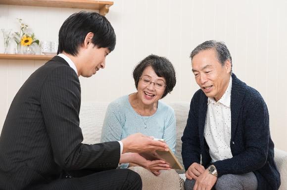 利用者の家族と介護士の関わり方のコツ!コミュニケーションで悩んだら