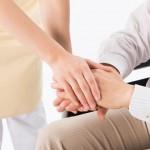 高齢者のうつの原因や症状って?正しい対応で介護士が対処する方法とは
