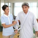 歩行介助の方法や注意点は?介護士のための歩行の上手な支え方まとめ