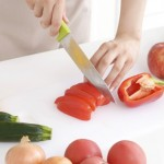 野菜を切る手元